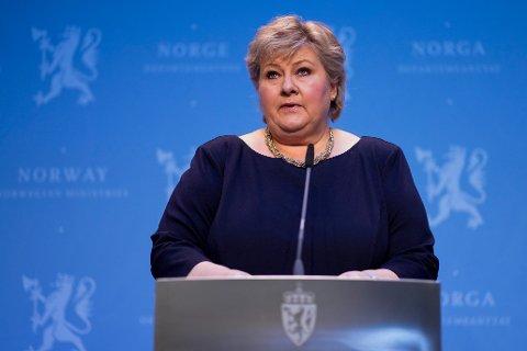 Statsminister Erna Solberg (H) under en pressekonferanse om hvilke koronatiltak regjeringen ønsker å videreføre i dagene og ukene etter påske.