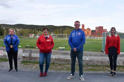 TILBYR FRIPLASSER: Monica Asmundsen, May Ljungqvist, John Arne Mathisen og Linda Thorstensen oppfordrer foreldre å sende en uformell henvendelse om friplassene.