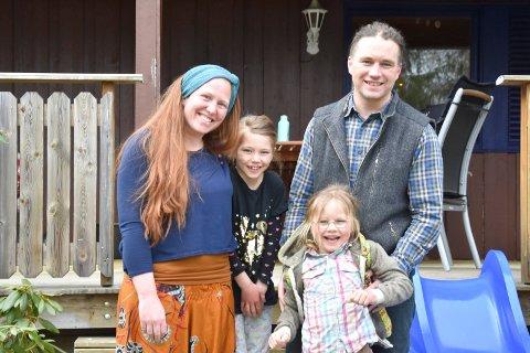 FLYTTET LANGT: Familien Didham flyttet til Næroset fra Japan via Hamar. Fra venstre: Fiona, Sirona, Robert og Oran Didham.