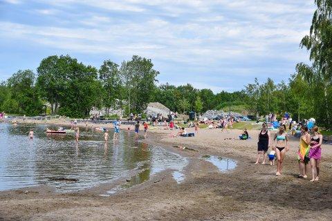 SPERRES: For å sikre en trygg adkomst for publikum er anleggsområder sperret med gjerder i Mjøsparken.