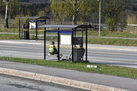 TRAFIKKONTROLL: Politiet på plass ved Olrud søndag.