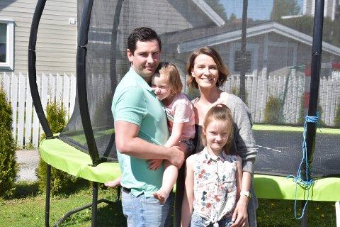 NYTER LIVET: Familien Modestowicz stortrives i Furnes og Nydal. De kjøpte hus i Furnes-metropolen i 2011, og har blitt siden. Fra venstre: Piotr (35), Mari (4), Daria (37) og Mia Modestowicz (7).