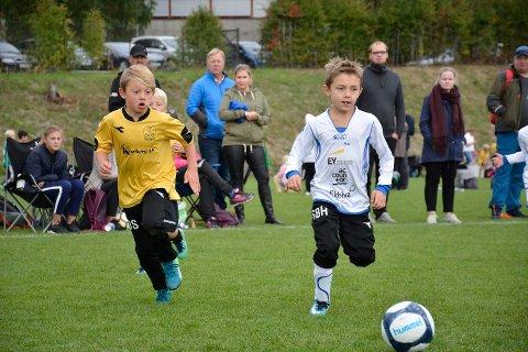PÅ VENT: Barne- og breddefotballen kan måtte vente til 1. september før de kommer i gang med seriespill. Det bekymrer mange i fotball-Norge.