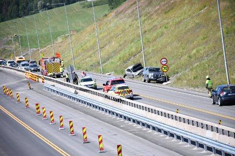 ULYKKE: Det var kø i begge retninger etter ulykken nord for Neskrysset på E6.
