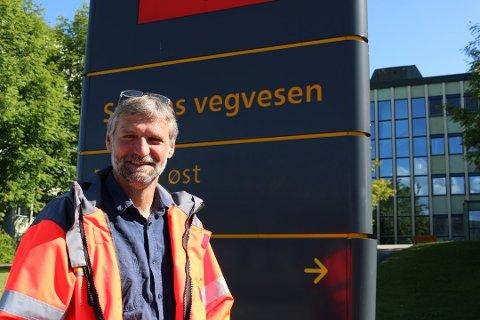 GIR INGEN GARANTIER: Statens vegvesen lover å ta tak i saken om manglende skilting til Mjøsa Ferie og Fritidssenter, men seksjonssjef Kurt Gjerstad kan ikke gi noen garantier.
