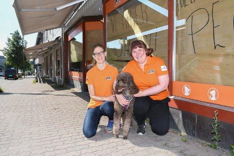 Klare til åpning: Torsdag åpner Pets Moelv dørene i Storgata. - Vi gleder oss, sier  Linda Økseter Bøhle (t.v.)  og Catrine Eriksen.