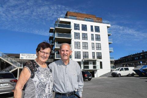 Spente eiere av ny leilighet: Turid og Jørgen Fløtlien har bodd i stor enebolig i 50 år. Nå tar de fatt på en ny tilværelse med sentrumsleilighet i Moelv.