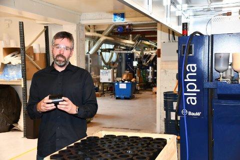 Avansert produksjon: Tor Henning Molstad i produksjonlokalene i Moelv. Her skapes det avanserte løsninger for blant annet oljeindustrien.