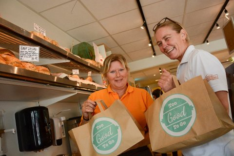 SELGER MANGE POSER: Anita Rud Rosenborg (t.v.) og Trude Bergundhaugen hos Baker Kristiansen selger mange forundringsposer både i Moelv og i Brumunddal.