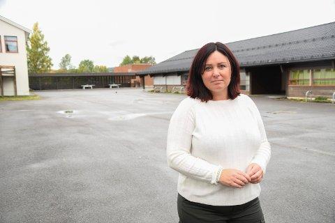 Tar tak på Brumunddal ungdomsskole: Rektor Line Osmo forteller at de fokuserer mye på å sikre et trygt og godt skolemiljø.