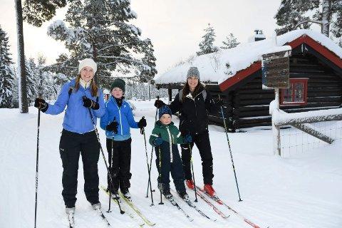 Drømmeforhold: Første nyttårsdag kunne by på flotte forhold for skifolket. Mette Mørch (t.v.), Henrik Platou-Mørch, Magnus Mørch-Langlo og Elin Mørch Langlo innledet 2021 på Vollkoia.