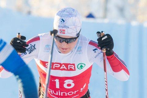 TILBAKE: Simen Sveen under 30 km fellesstart under norgescupen på Lygna.