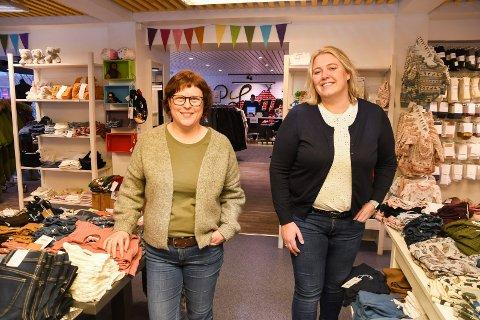 Fornøyde kolleger: Ane Schjerpen (t.v.) og Guro Kristina Eikrem er eiere av Spor1 i Moelv. Klesbutikken har opplevd en kontinuerlig vekst siden oppstarten i 2014.