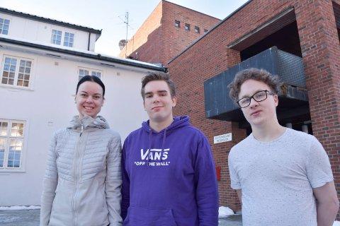 KLIMABEVISSTE: – Det er lett å skyve dette foran seg og mer behagelig å ikke gjøre noe, sier elevene på folkehøgskolen.. Fra venstre: Hanna Marie Stauri, Kristoffer  André Tande Mosesen og Fredrik Svendsen.
