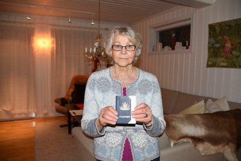 AUSTRALSK BRUMUNDDØL: Marit Sande (75) fra Brumunddal har bortsett fra noen få år i Australia og et opphold i Canada, bodd hele livet i Norge. Under det korte oppholdet down under ble hun australsk statsborger. Nå prøver hun å bli norsk igjen.