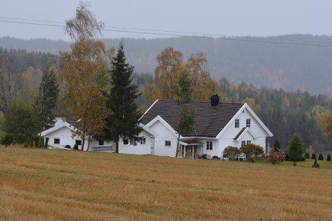 Solgt: Jessnesvegen 341 er solgt for kr 9.010.000 fra Helge Rognlien til Christina Baastad og Finn Taro Hano Rabbe (09.09.2021)