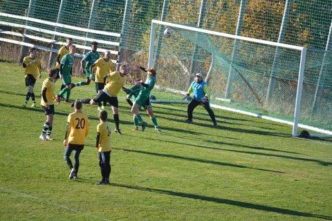 Vant: Furnes 2 har gjennomført en god sesong i 6. divisjon. Søndag vant de grønne borte mot Åsmarka. De var stadig tungt inne i hjemmelagets forsvar.