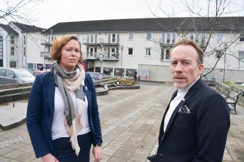 HØYRE-POLITIKERE: Heidi Helene Pabsdorff og Kai Ove Berg. Her fotografert utenfor Herredshuset i Moelv etter møtet i kommunestyret onsdag.