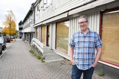 Gleder seg: Jan Krebs Holmberg er klar til innsats i Storgata 110 i Moelv.
