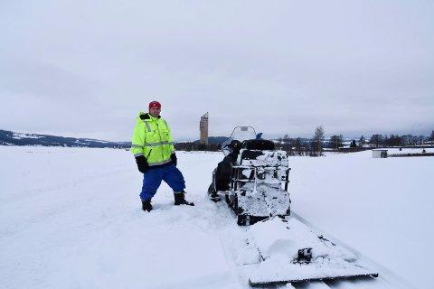 I DALA: Kolbjørn Henjum fra Hamar Skiklubb med Mjøstårnet i bakgrunnen.