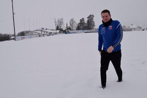 Koronalei: Jens Kristian Alhaug ser fram til at lokalfotballen kan rulle igjen. Både snøen og koronaen holder foreløpig et jerngrep om akkurat det nå.