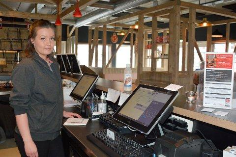 Kontrollert: Nora Krogh på Peppes i Brumunddal er glad for kontroller.