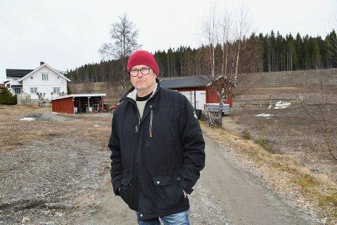 Litt sliten: Pål Christoffersen har levd med vegutbygging i fire år. - Det har vært tøft, sier han.