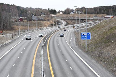 Da bilen foran vinglet fram og tilbake på E6 i Ringsaker, kontaktet sjåføren politiet.