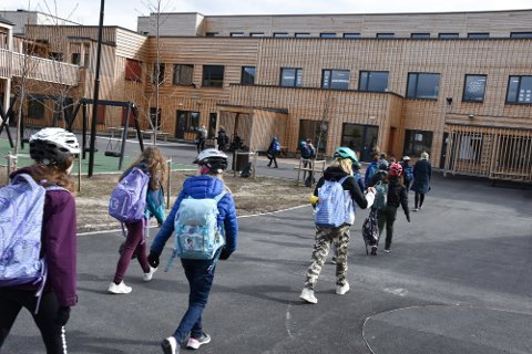 STENGER: Smitteutbrudd tvinger krisestaben i Elverum til å ta grep. Nå stenger de skole i ti dager.