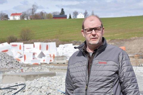 BYGGER i FURNES: Stig Bjørnar Wålengen og Anker Bilservice AS.