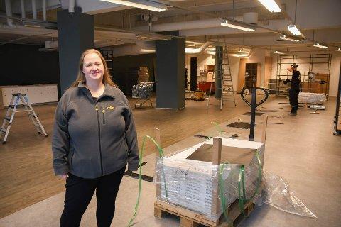 Pusser opp: Nille-kjeden har besluttet å satse på kun èn butikk i Brumunddal -  den i Mølla Storsenter. Butikken som nå er under oppgradering, ledes av Irene Pettersen. Samtidig er det besluttet å legge ned Nille-butikken i Parkgården.
