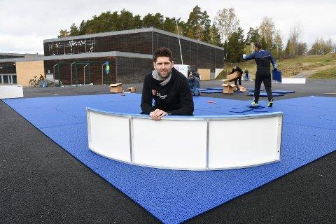 Gleder seg over ny bane: Utviklingskonsulent Magnus Skulstad i Norges Bandyforbund tror den nye utendørsbana ved Fagerlundhallen vil bli mye brukt.