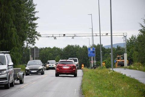 """VIL HA FULL STANS: """"""""Nei til bommer mellom Hamar og Brumunddal på gamle E6"""" vil ha full stans i innkreving av bompenger på sidevegene, ikke bare fram til 2022."""