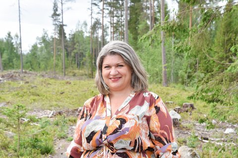 I MOSKOGEN: Ringsaker-ordfører Anita Ihle Steen (Ap) ble med RB på en kort spasertur i Moskogen.