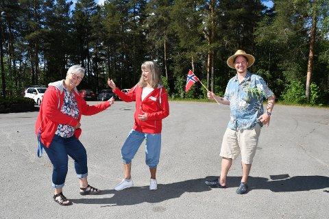 Klare for fest: Ringsaker Røde Kors og Moelv Frivilligsentral inviterer til sommerfest i Moelv. May Ljungqvist (t.v.), Kari-Anne Hulleberg og Thomas Eriksen gleder seg.