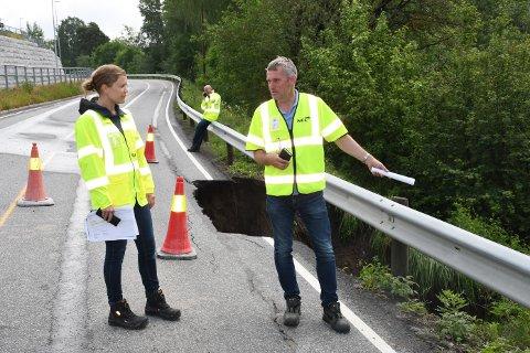 ÅPNER IGJEN: Driftsleder hos NCC, Tormod Pettersen og geolog hos Innlandet fylkeskommune, Ingrid Bekkevold, mener Narudvegen kan åpne igjen i løpet av dagen.