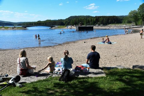 Finvær: Det blir mye fint vær i Ringsaker denne uka. Muligheten for bading og strandliv er helt klart til stede.
