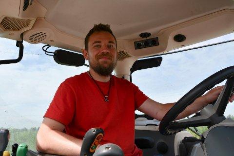 Fornøyd med ny jobb: Henrik Spalder har etter mange år i ulike bransjer fått jobb som gardsarbeider
