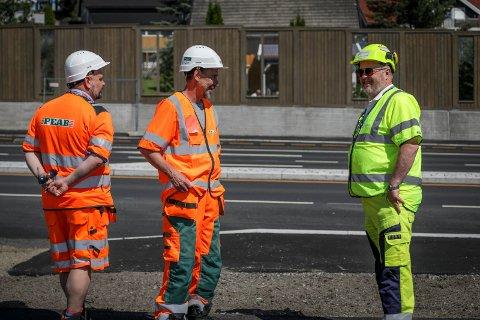 Stolte: Christer Blomkvist, Arne Jensen og Jarle-Kristian Tangen er fornøyd med egen innsats. Nå er de klare for ferie etterfulgt av nye utfordringer.