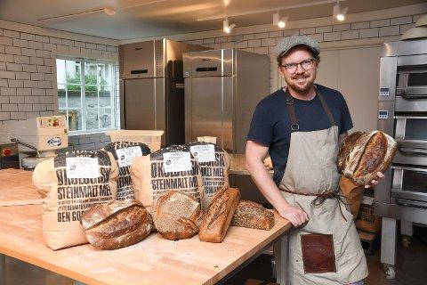 Eget bakeri: Kristian Skaugen Harby har etablert eget bakeri i de gamle butikklokalene i Næroset.