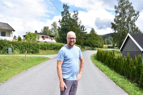 GLAD: Haakon N. Weisser-Svendsen i Møllerstuvegen i Brumunddal.