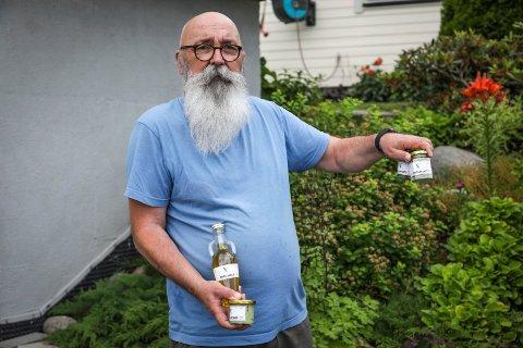 NY HOBBY: Etter Roger ble pensjonist fyller han dagene sine med matlaging og produksjon av blant annet ramsløkprodukter.