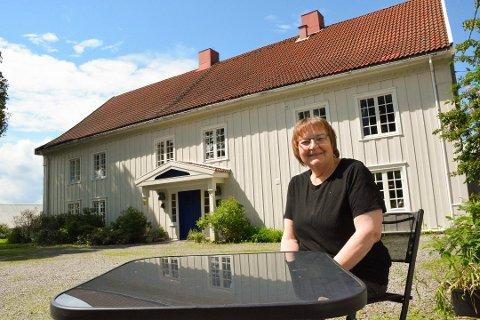 Hanne Fjelstad har nå solgt den herskaplige storgarden på Ring, nord for Moelv i Ringsaker.