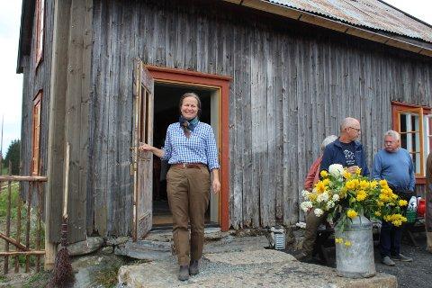 Ønsker velkommen: Marianne Olssøn viser stolt fram det gamle huset på husmannsplassen Havrebakken som hun har restaurert.