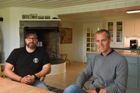GLEDER SEG: Torstein Skjelseth og Jardar Røhr-Godø har savnet mandagskvelden sammen med Ringsaker Mannskor under pandemien.