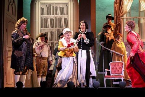 KLART: Teatersalen ryddes for vaksiner og bomullsdotter i tide slik at Ringsakeroperaen endelig kan avvikle «Jegerbruden». Bildet er fra en tidligere oppsetning, «Barberen i Sevilla».