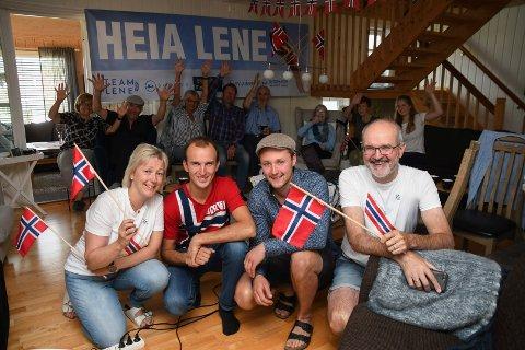 OL-fest i Moelv: Familien til Lene Retzius var samlet til fest i Moelv mandag ettermiddag. Fra venstre: Åse Onsrud Retzius (mor), Eirik Onsrud Retzius (tvillingbror), Morten Retzius Storlien (storbror) og John Retzius  (far).