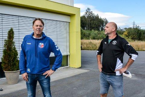 Rivalisering: Lørdag er det lokaloppgjør mellom Moelven og Ringsaker. De to trenerne og gode kameratene Geir Haga og John Arne Holmlund gleder seg stort til oppgjøret.