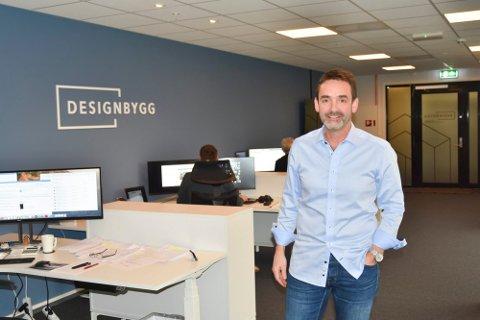 DOBLER: Designbygg AS, her representert ved daglig leder Tom Sørum, dobler kapitalen i selskapet.