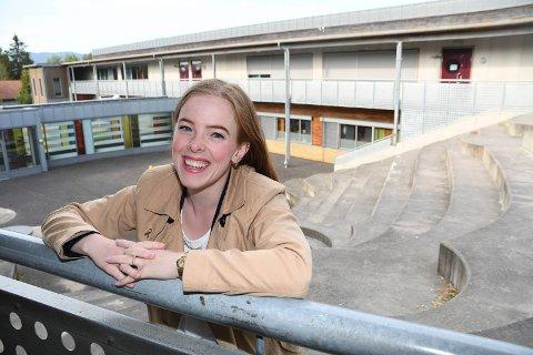 Stortrives: Kari Håbrekke har fått jobb som lærer i Brumunddal.